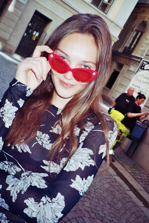 Nathalie-wearing-Poppy-Lissiman-red-sunglasses-and-minimal-flower-print-top-in-Stockholm-COOL-PRETTY-COOL